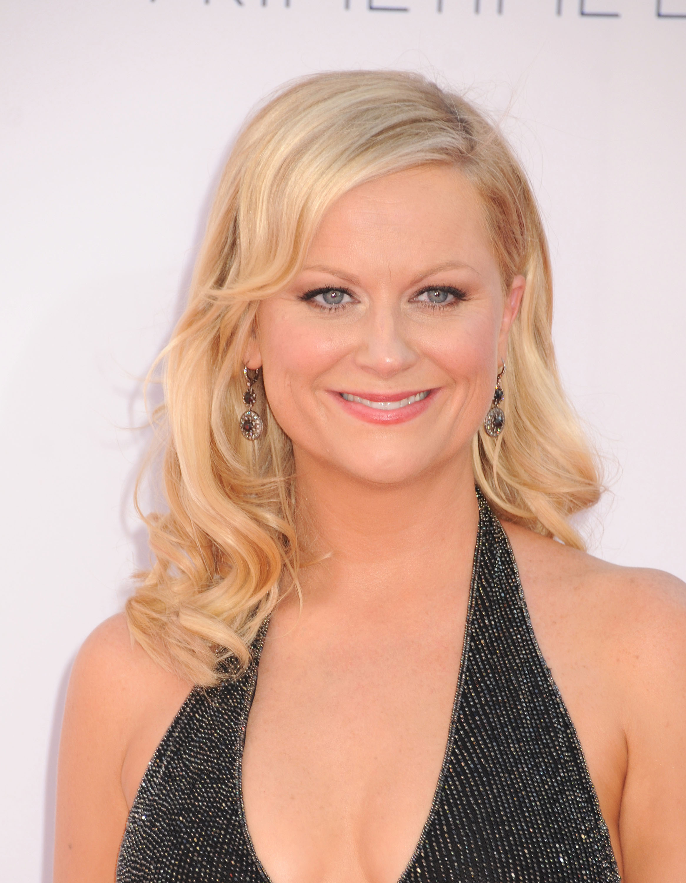 The 46-year old daughter of father William Grinstead Poehler and mother Eileen Frances Milmore, 157 cm tall Amy Poehler in 2018 photo